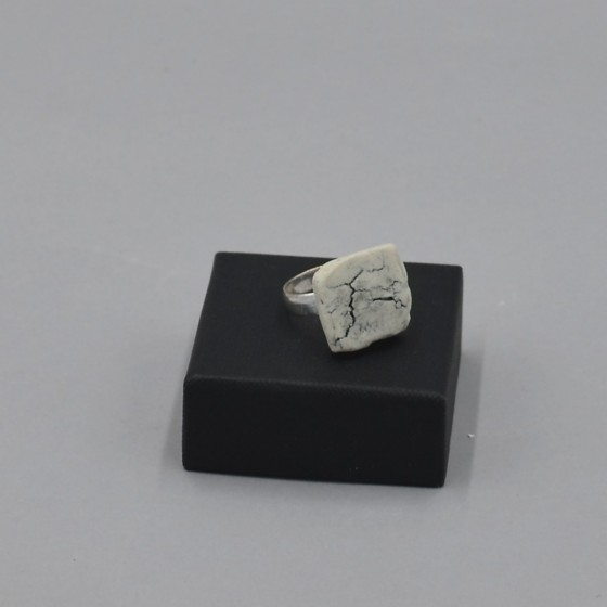 Adjustable porcelain ring